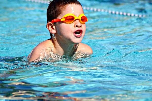 شنا کردن کودکان