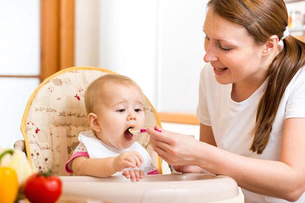 تغذیه کودک ۴ تا ۶ ماهه