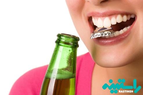 با دندان بازکردن چیزها