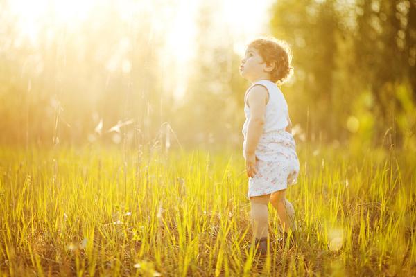 کودک و آفتاب