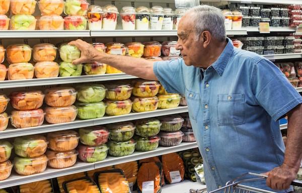 خرید مواد غذایی سالمندان