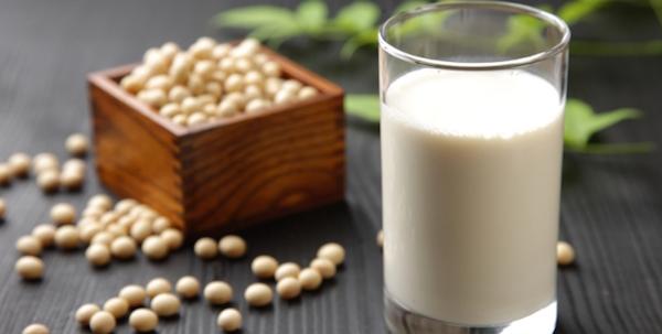 بزرگ کردن سینه با شیر سویا