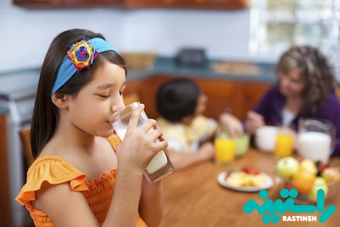 نوشیدن شیر و آبمیوه
