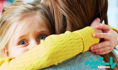 آغوش گرفتن کودک در هنگام