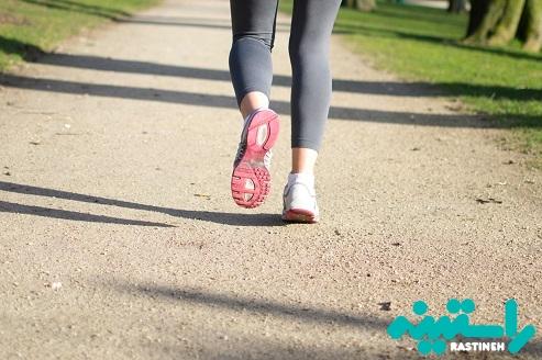 پیاده روی و انجام حرکات کششی