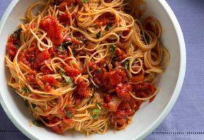 پاستا گوجه فرنگی و سیر