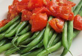 لوبیا سبز و گوجه