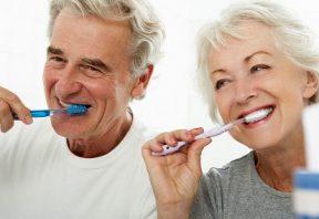 مراقبت از دهان و دندان در سالمندی