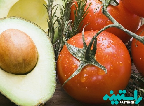 آووکادو و گوجه فرنگی