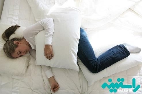 خوابیدن همراه بالش