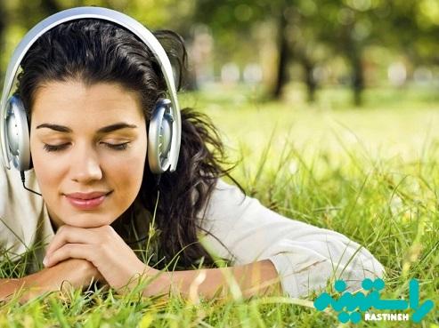 بهتنهایی به موسیقی گوش کنید.