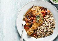 مرغ جامائیکایی با برنج و لوبیا