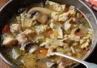 سوپ مرغ، جو و قارچ