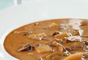 سوپ قارچ خامهای مجارستانی