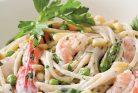 پاستای سیر کرمی با میگو و سبزیجات
