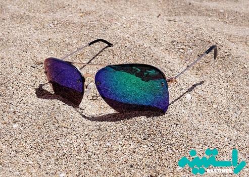 عینک هایی با لنزهای آبی